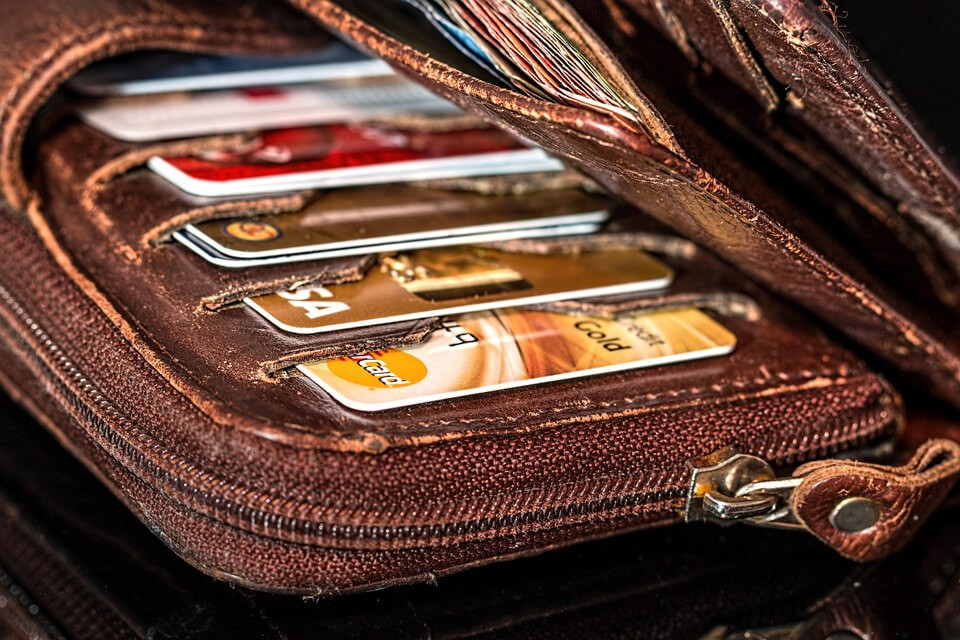 信用貸款vs信用卡預借現金,哪個比較划算?
