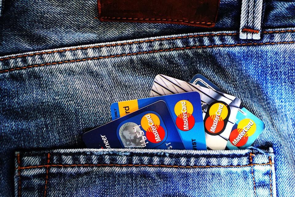 <合庫債務整合案例>刷爆三張信用卡,每月繳不完的卡循該如何解套?